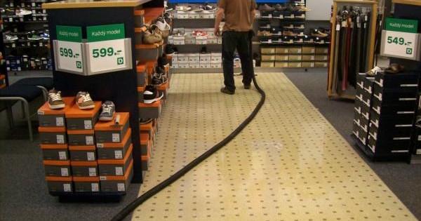 Čištění a voskování podlah polymerem Kuřim