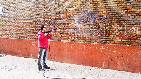 Odstraňování graffiti pískováním - granitem v Praha