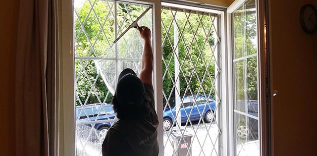 Mytí oken a leštění suchou metodou Praha