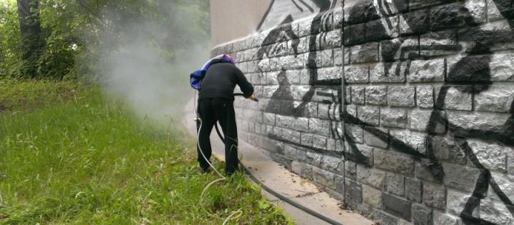 Kvalitní odstranění graffity z kamenných plotů Praha