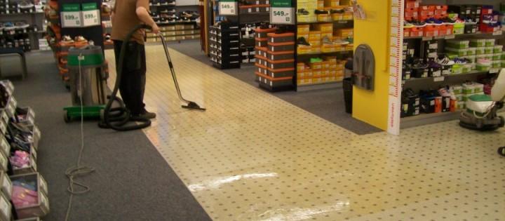 Mytí a voskování podlah v obchodních domech Praha
